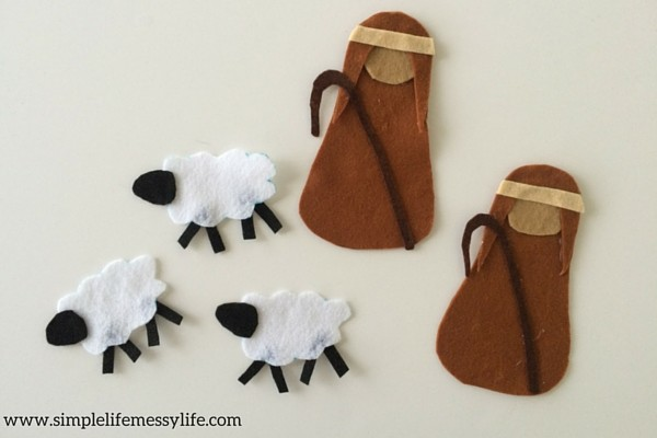 What an adorable felt nativity craft! I bet the kids would LOVE this!!