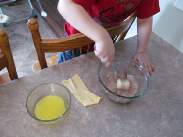 Mixing the marshmallow in the cinnamon mixture.